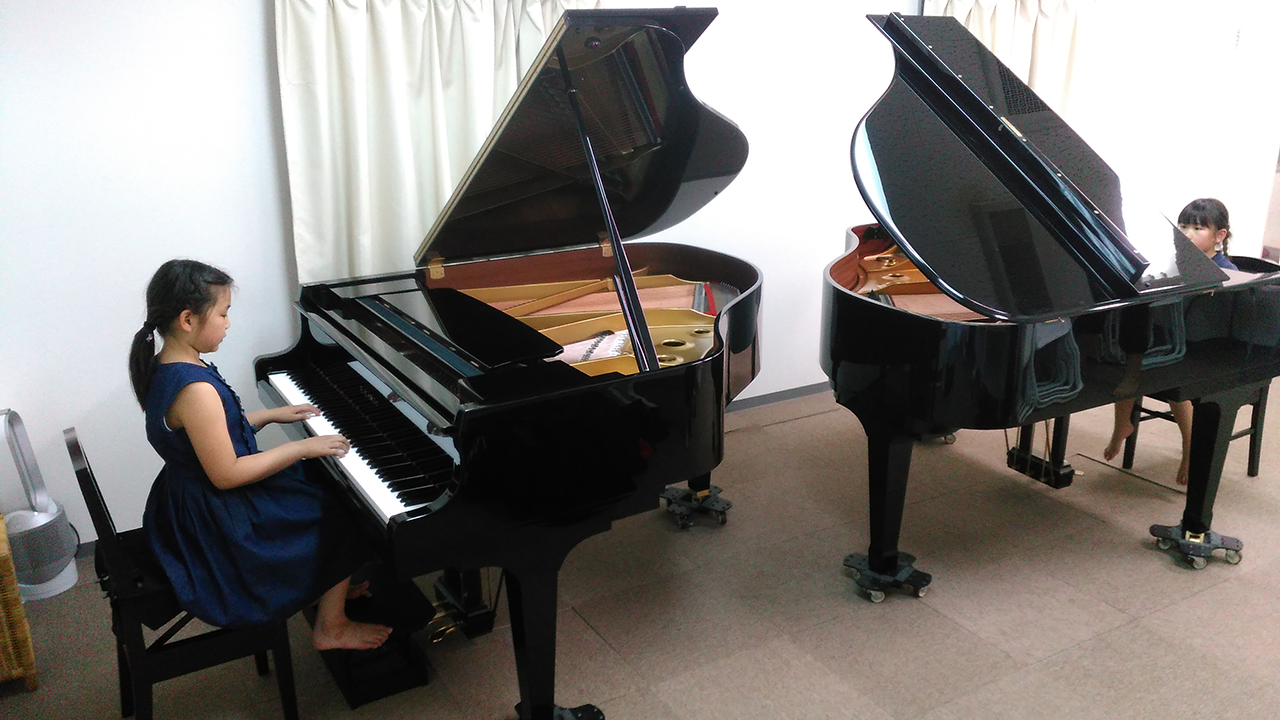 玉造音楽教室 2台のピアノが対面で使えます